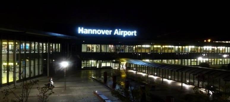 """""""BOMBA VAR"""" yazısı havalimanını uçuşa kapattı!"""