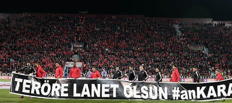 Trabzonspor-Beşiktaş maçında teröre lanet olsun #anKARA tepkisi