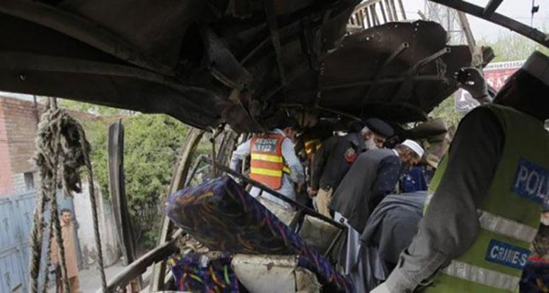 Pakistan'da bombalı saldırıda: 15 ölü 25 yaralı