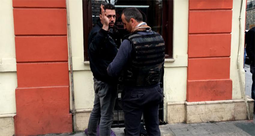 Taksim'de 'canlı bombayım' diye bağırdı