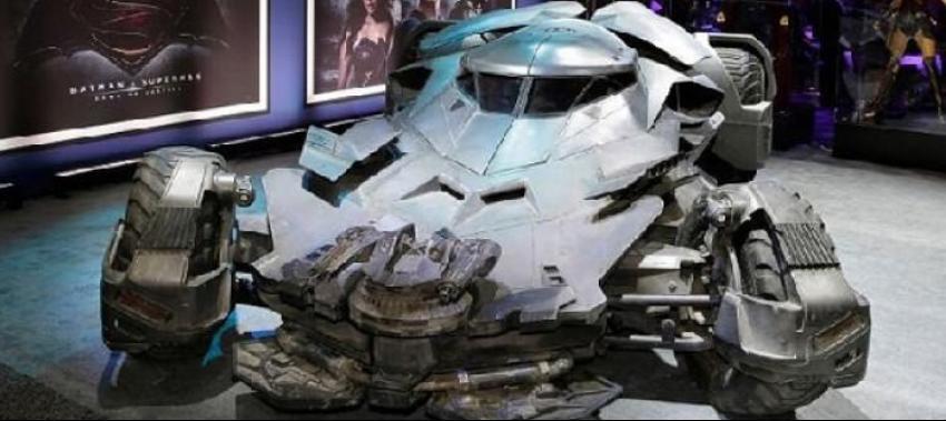 Batman filmindeki Batmobile 3. Köprüden geçecek