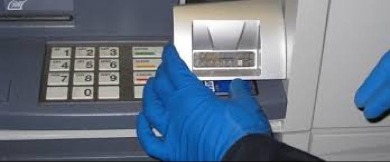 ATM'lere kart kopyalama düzeneği yerleştiren kişi yakalandı
