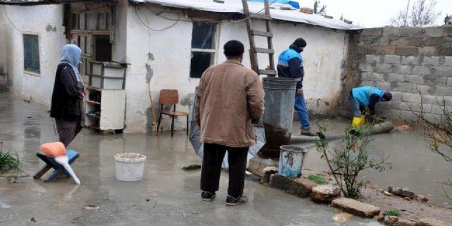 Şanlıurfa'da sağanak yağış hayatı felç etti