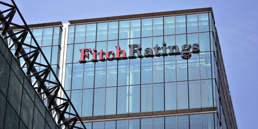 Fitch, kredi batağındaki Yunanistan'ın kredi notunu yükseltti