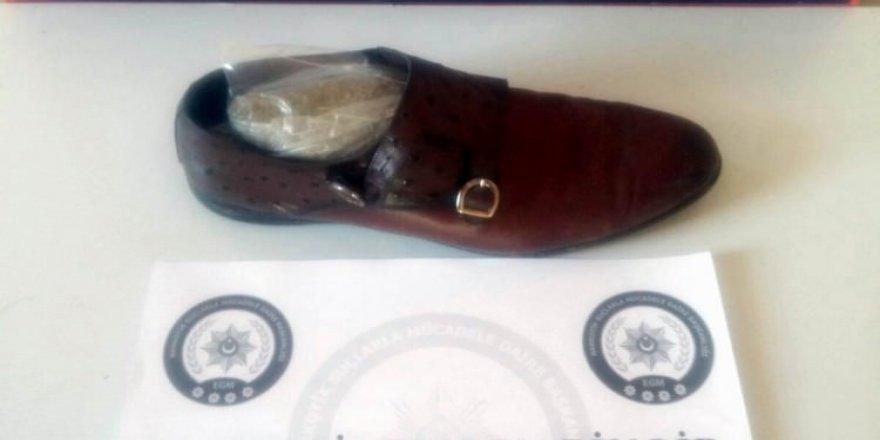 Ayakkabının içinden bakın ne çıktı!