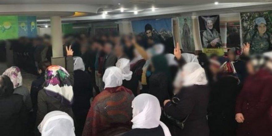 Bu kadarına da PES artık! İstanbul'da teröristler için anma töreni düzenlediler
