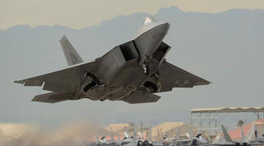 NATO savaş uçağı düşürüldü!