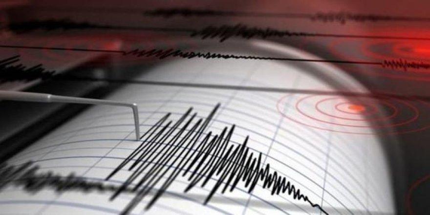 Denizli'de korkutan deprem! Sokağa döküldüler