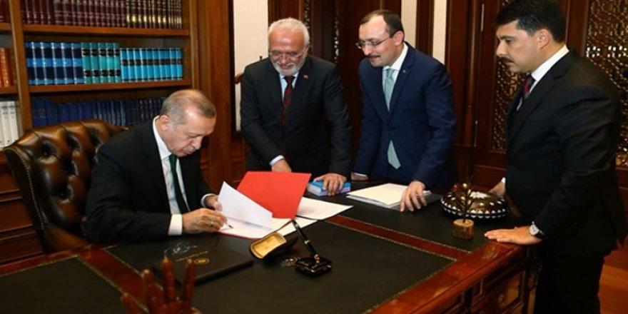 Cumhurbaşkanı Erdoğan sosyal medya hesabından paylaştı! İmzaladı