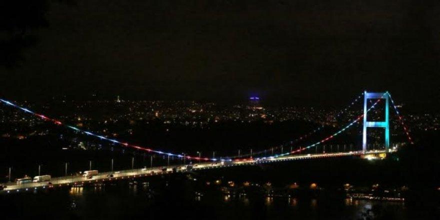 Köprüde Azerbaycan renkleri