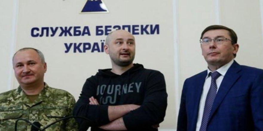 Öldürüldüğü duyurulan Rus gazeteci basın toplantısı yaptı