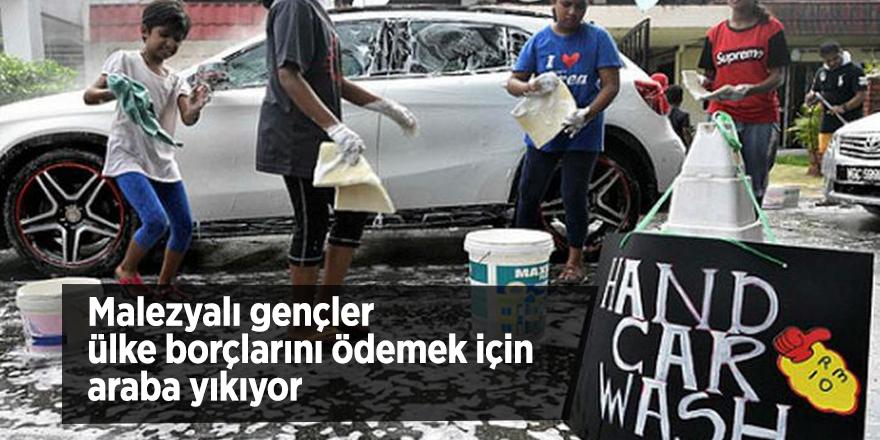 Malezyalı gençler ülke borçlarını ödemek için araba yıkıyor