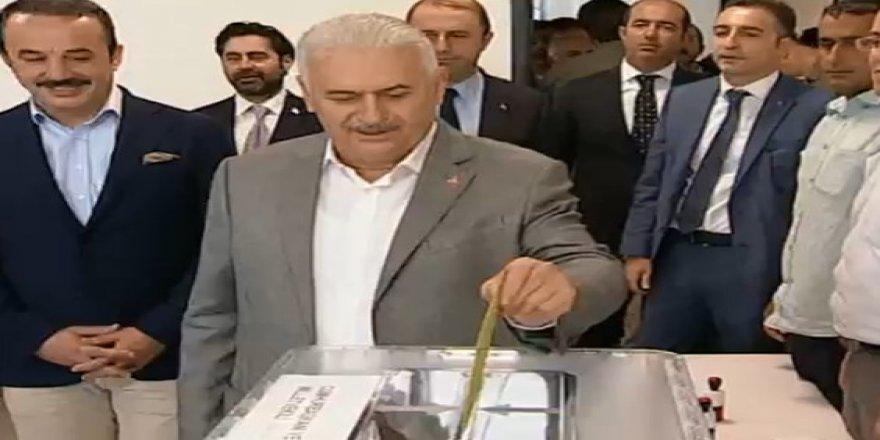 Başbakan Binali Yıldırım oyunu İzmir'de kullandı