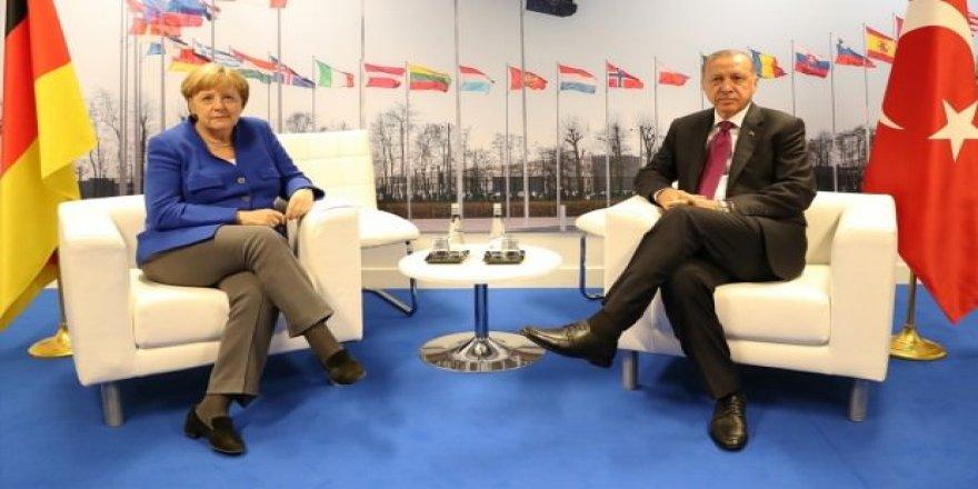 Erdoğan ve Merkel Brüksel'de görüştü