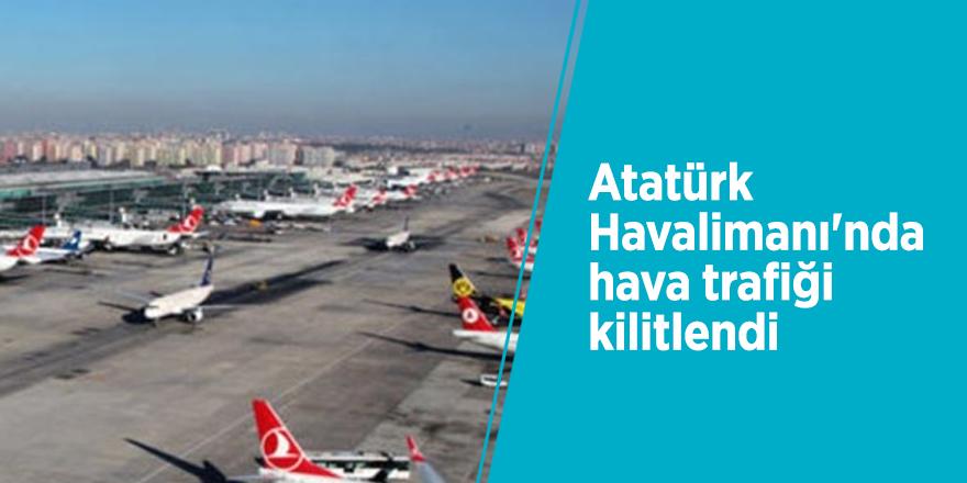 Atatürk Havalimanı'nda hava trafiği kilitlendi