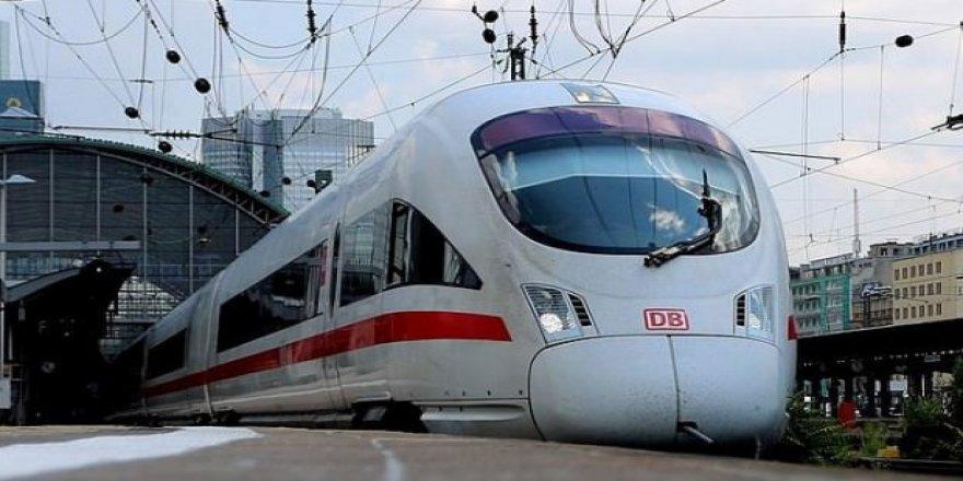 Almanya'da tren 8 evi kül etti!