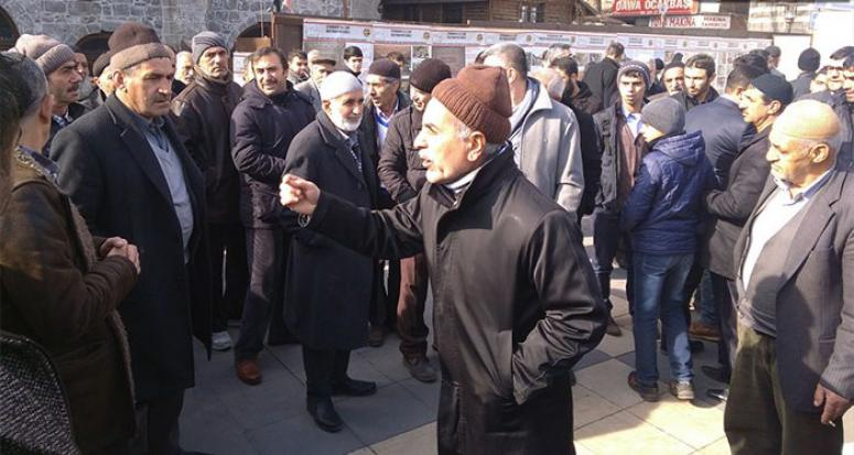 Diyarbakırlılar Cuma namazı sonrası HDP ve PKK'ya isyan etti