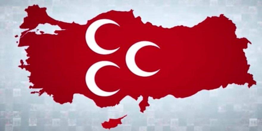 MHP İlçe Başkanı, yönetimiyle birlikte istifa etti