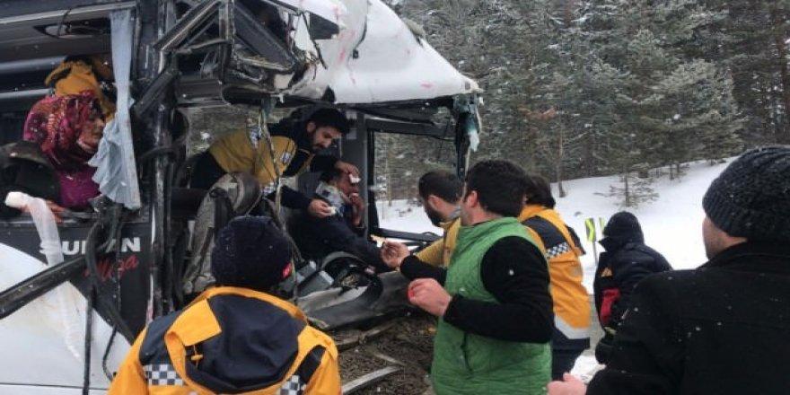 Kars-Erzurum arasında korkunç kaza! 20 yaralı