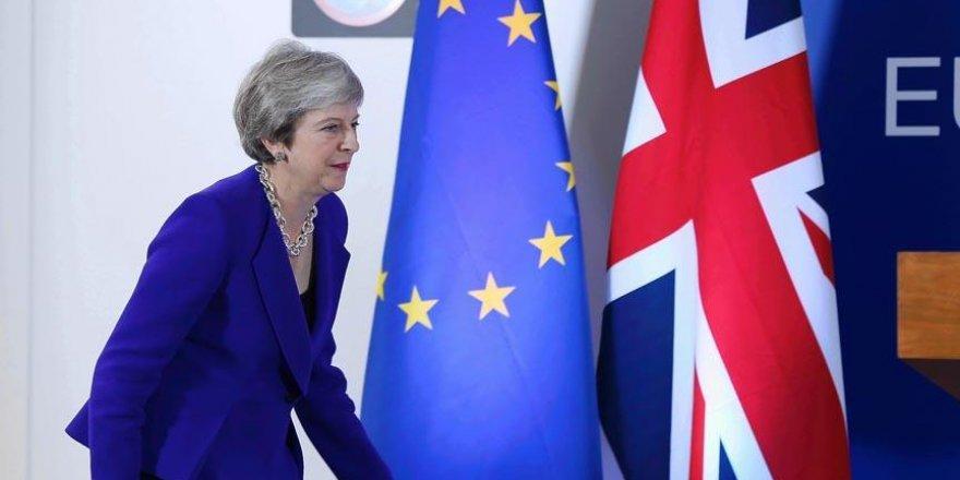 İngiltere'de Brexit istifaları!