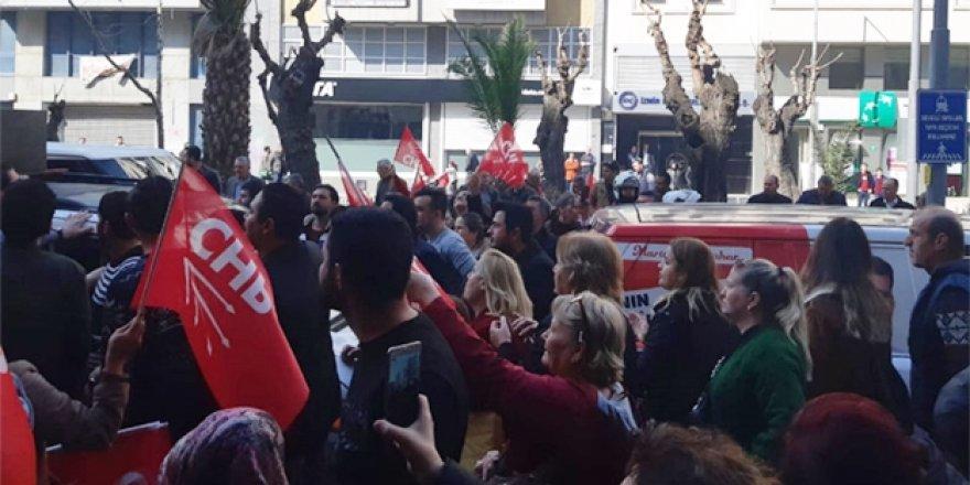 CHP İzmir İl Başkanlığı karıştı! Protesto gösterisi düzenlediler
