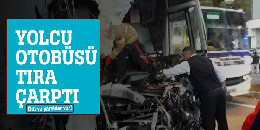 Yolcu otobüsü tıra çarptı: Ölü ve yaralılar var!