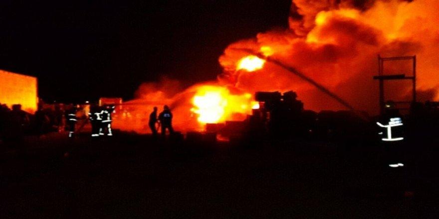 Plastik fabrikasında büyük yangın!