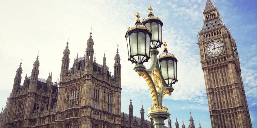 İngiltere'de yeni bir karara kadar okullar kapatıldı