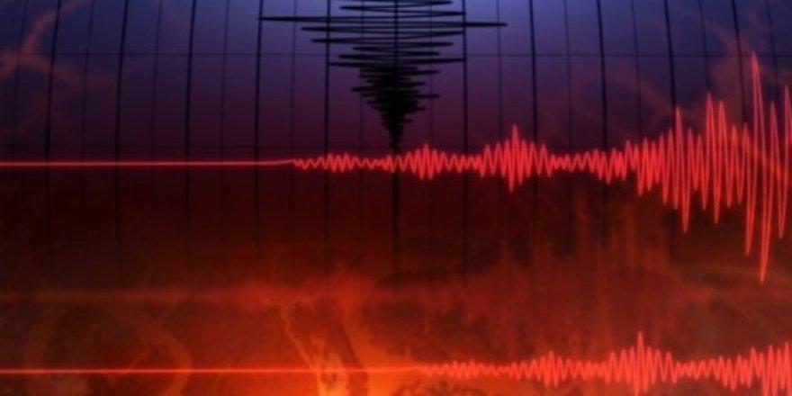 Endonezya 6 ve 6.2 büyüklüğünde depremle sarsıldı