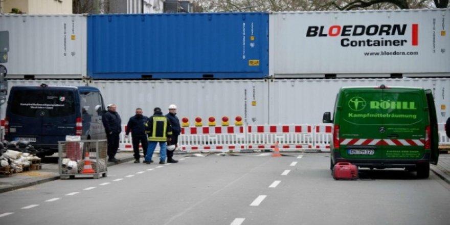 Almanya'da bomba paniği! Binlerce kişi tahliye edildi
