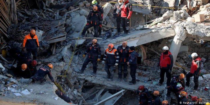 Elazığ'da hayatını kaybedenlerin sayısı 39'a yükseldi
