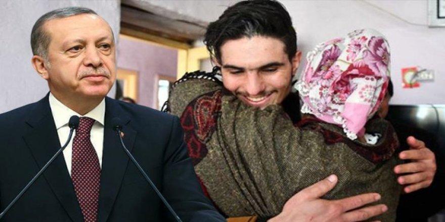 Enkazdaki aileyi kurtaran Suriyeli Mahmud ve ailesine vatandaşlık verilecek