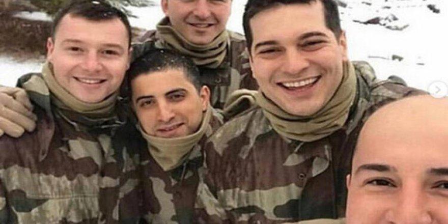 Çağatay Ulusoy'un asker pozları ortaya çıktı