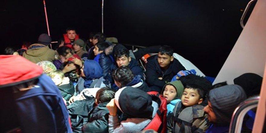İzmir'de 52 düzensiz göçmen yakalandı