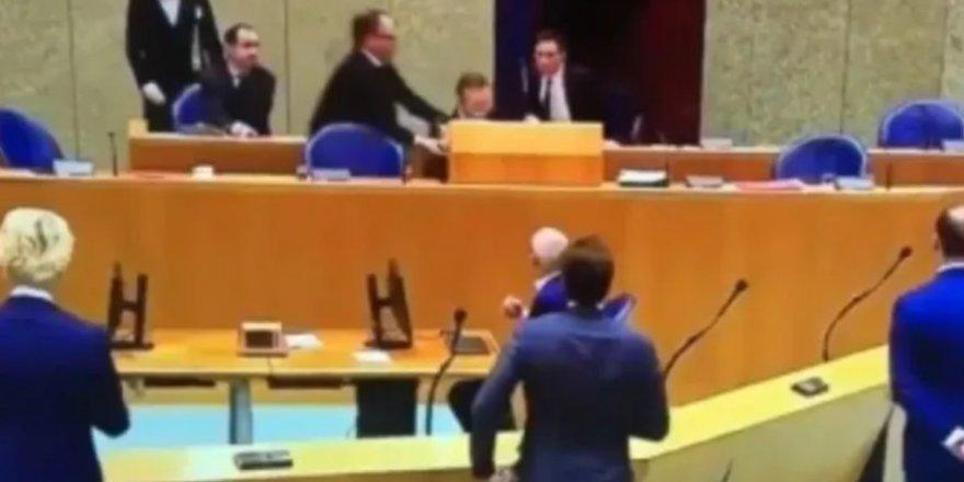 Hollanda'da koronavirüs oturumunda bayılan Sağlık Bakanı istifa etti