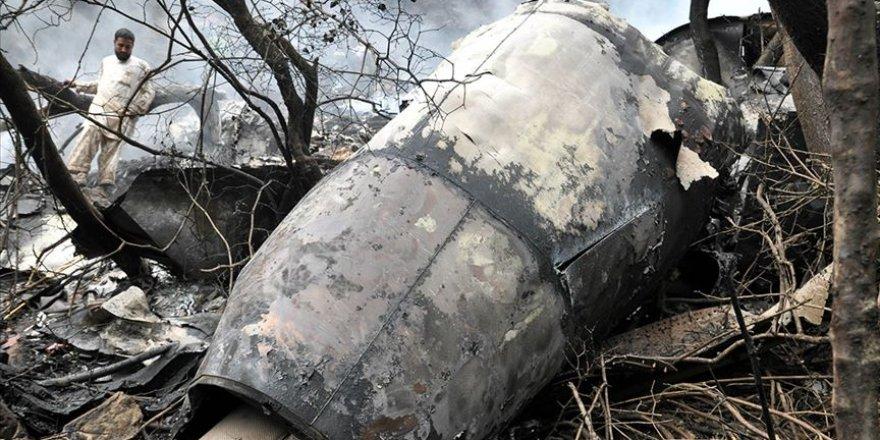 SONDAKİKA: Pakistan'da uçak düştü