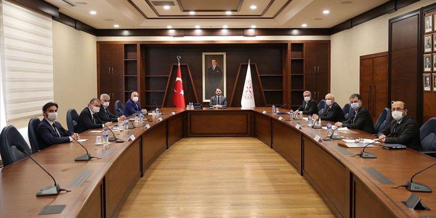 Hazine ve Maliye Bakanı Albayrak bankaların Genel Müdürleriyle görüştü