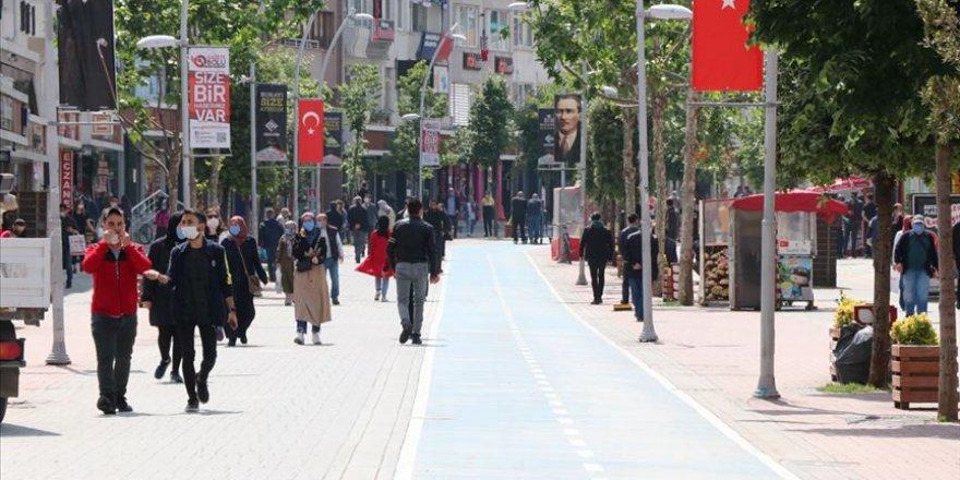 Türkiye'de 18 kişinin hayatını kaybettiği Kovid-19'dan iyileşen hasta sayısı 133 bin 400'e yükseldi