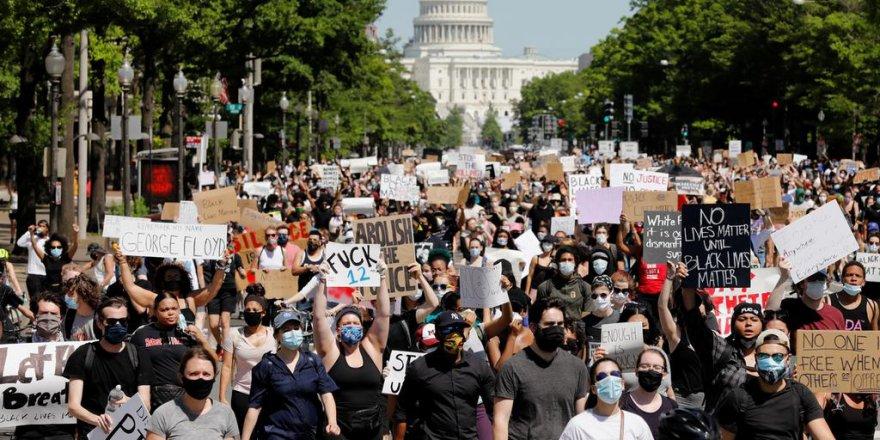 Washington DC'de binlerce kişinin katıldığı Floyd gösterilerine Belediye Başkanı da katıldı