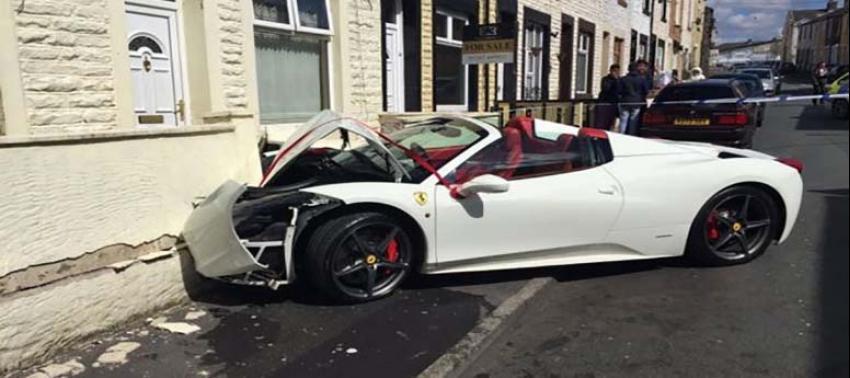 Düğününde kiraladığı milyonluk Ferrari ile kaza yaptı