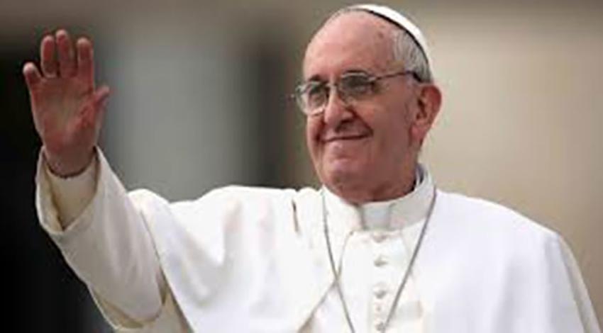 Papa özür diledi!