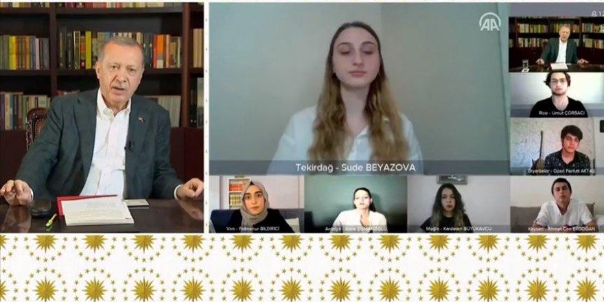 Cumhurbaşkanı Erdoğan YKS'ye Girecek Gençlerle Video Konferans Yöntemiyle Buluştu