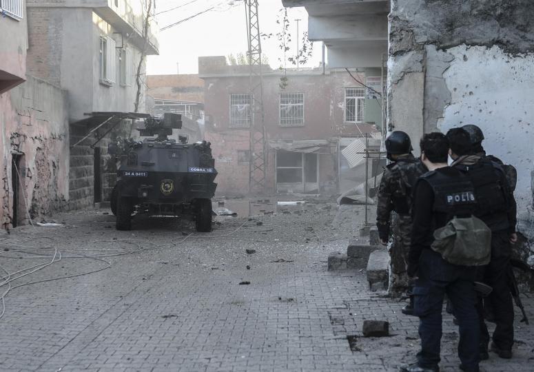 Cizre'de çatışma:5 güvenlik görevlisi yaralı!