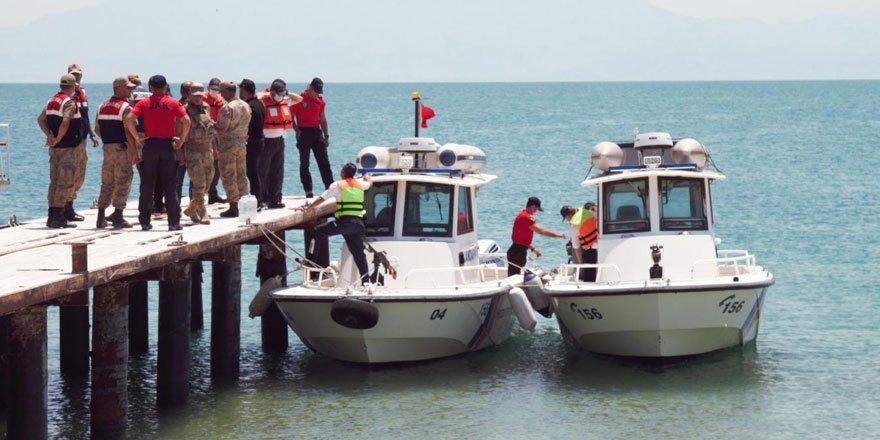 Van Gölü'nde kaybolan tekneyi arama çalışmalarında iki cesede daha ulaşıldı