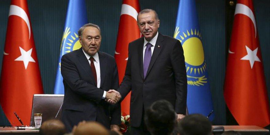 Cumhurbaşkanı Erdoğan İle Kazakistan'ın Kurucu Cumhurbaşkanı Nazarbayev Telefonda Görüştü