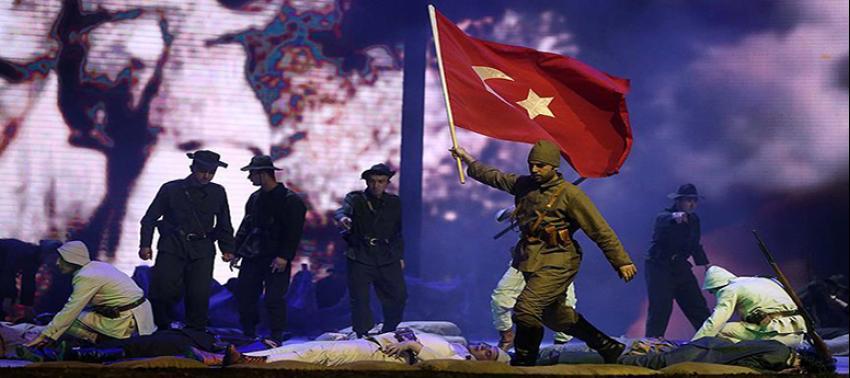 1915 Bir Hilal Uğruna gösterisi İzmir'de sahnelendi