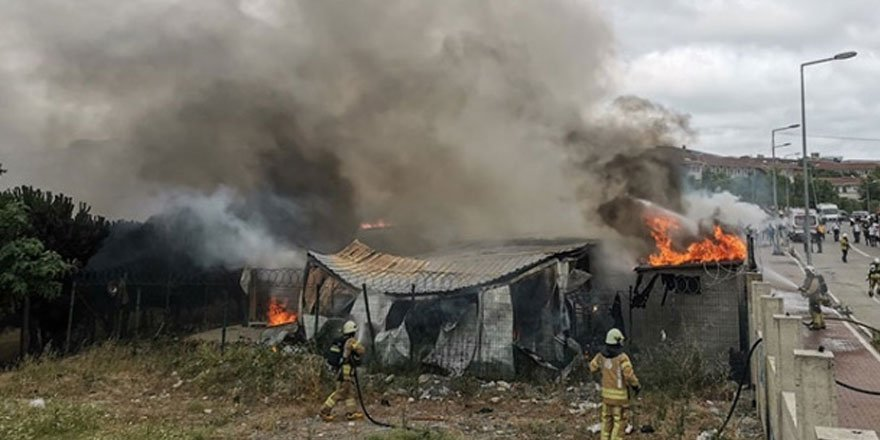 Esenyurt'ta işçilerin kaldığı şantiyede çıkan yangın kontrol altına alındı