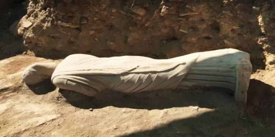 1700 yıllık kadın heykeli bulundu