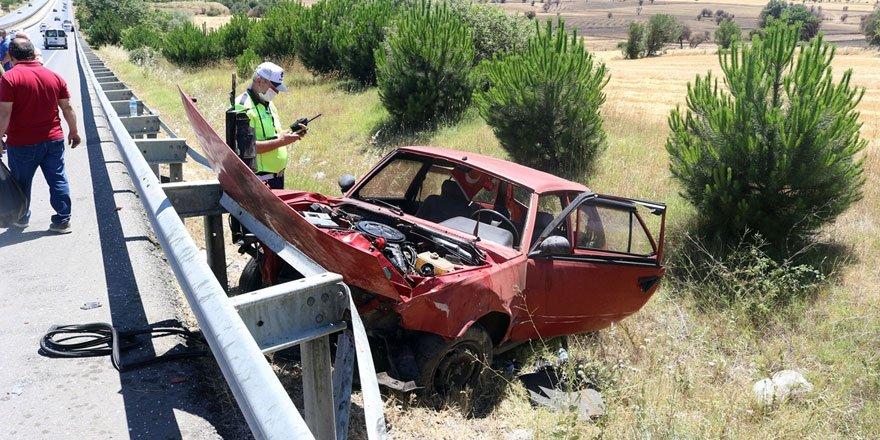 Uşak'ta otomobil bariyerlere çarptı: 1 ölü 6 yaralı