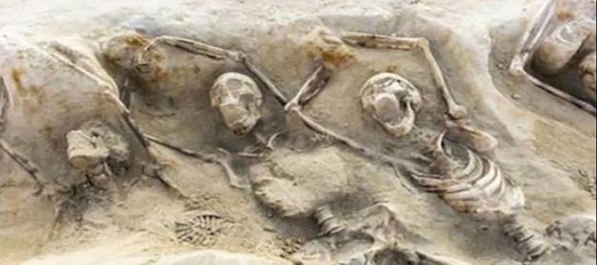Elleri zincirlenmiş iskeletler bulundu